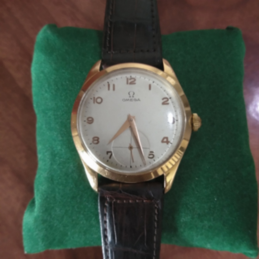 Omega Elegant Men's Antique Watch In Solid 18 K yellow gold