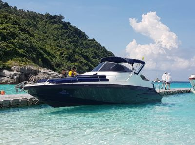 Powerboat 1 cabin 8 + 2 pax; 2x220cc