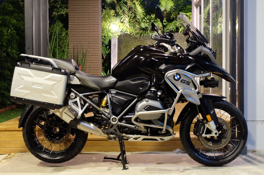 [ For Sale ] BMW R1200GS 2016 Triple black with BMW side panniers!