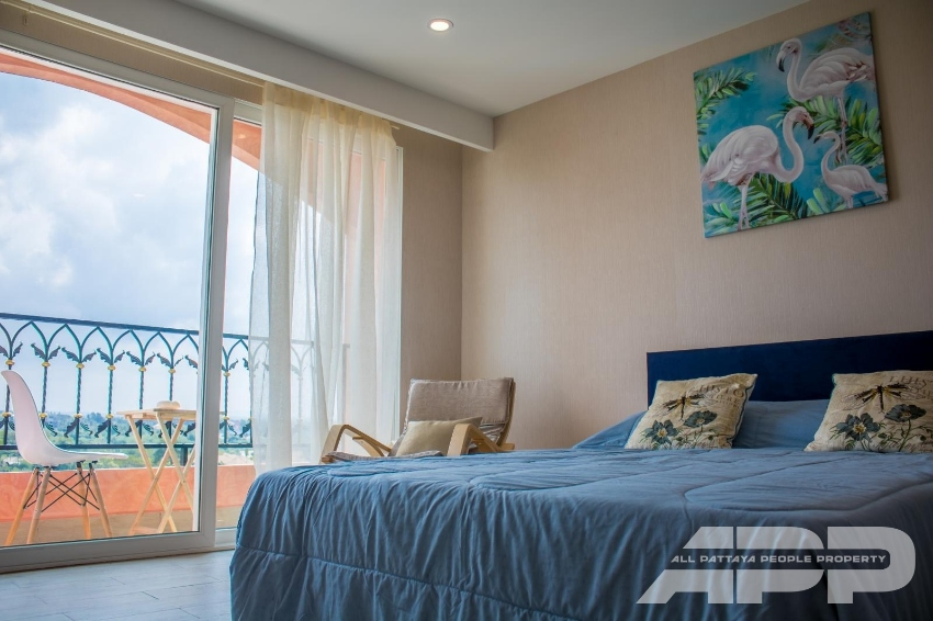 Nice and well decorated studio 27sqm at the top floor, on foreign name