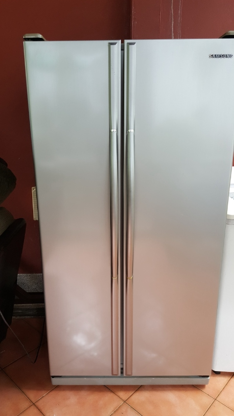 Large side by side 2 door fridge
