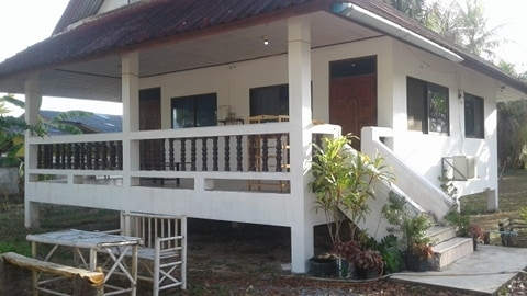Seaview house with restaurant (2oo meter to the beach) at Sathing Phra