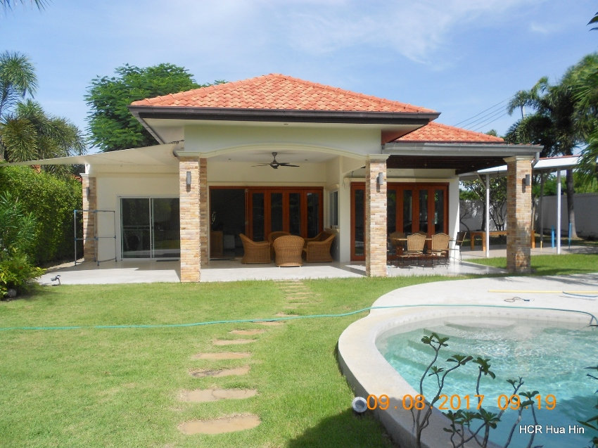 Bargain sale! 3 Bedroom pool villa + Gift