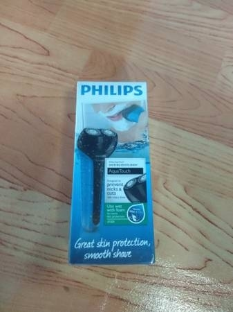Brand new Philips Wet and Dry Aqua Touch Electric Shaver