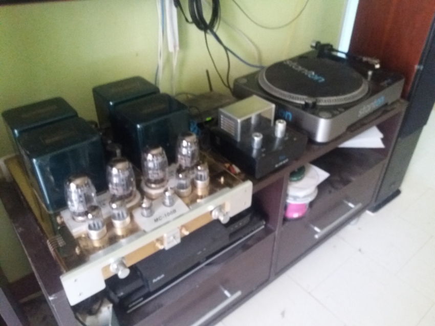 HI-END AMPLIFIER WITH TURNTABLE