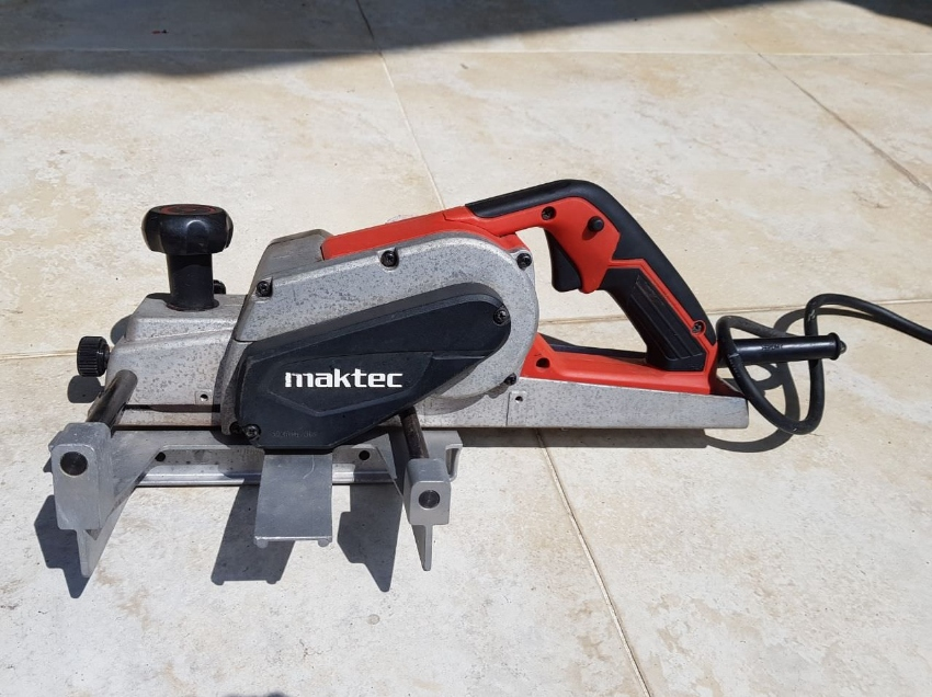 Maktec MT111KX1 wood planer