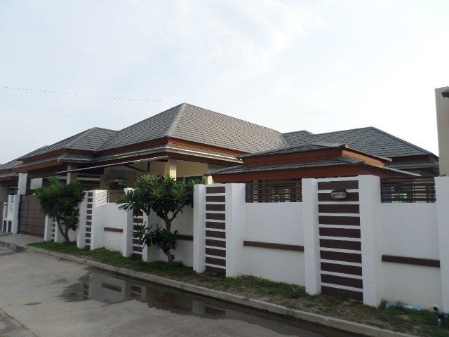 Huay Yai Pool Villa in gated community