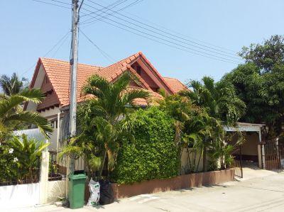 Villa with private backyard pool