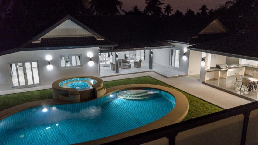 Modern LUXURY Villa for sale East Pattaya ( 8.495.000 )
