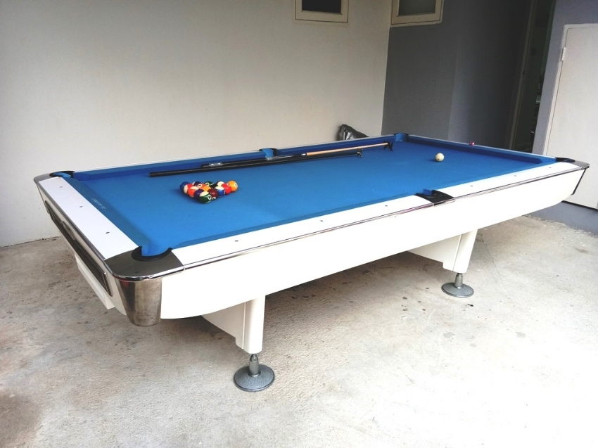 9ft Slate White Pool Table - excellent condition