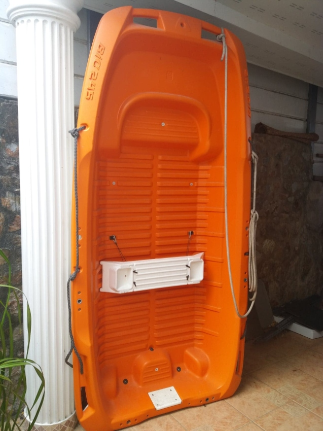 8 ft Dinghy with 2.5Hp Suzuki outbord.