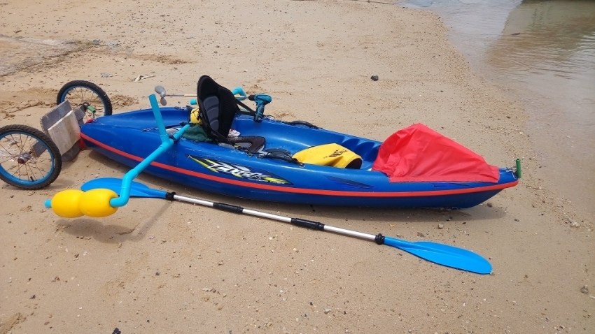 Fishing kayak with electric outboard