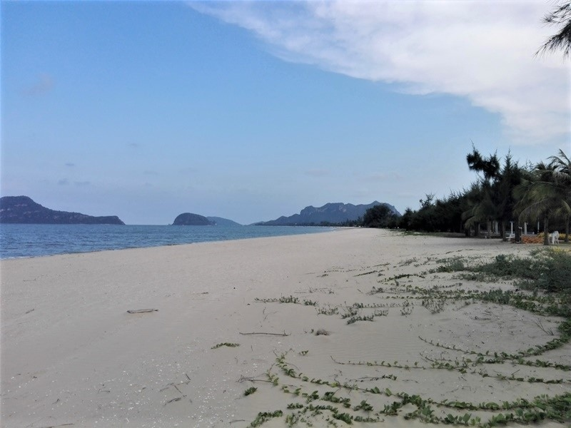 Beautiful Pranburi Dolphin Bay Beachfront Land Plots