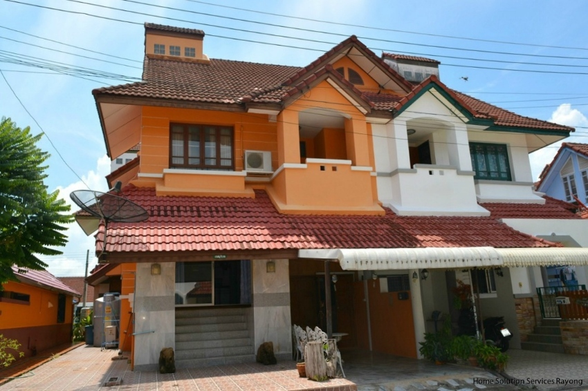 2 story, 2 bedroom house in Pinery Park Beach in Rayong