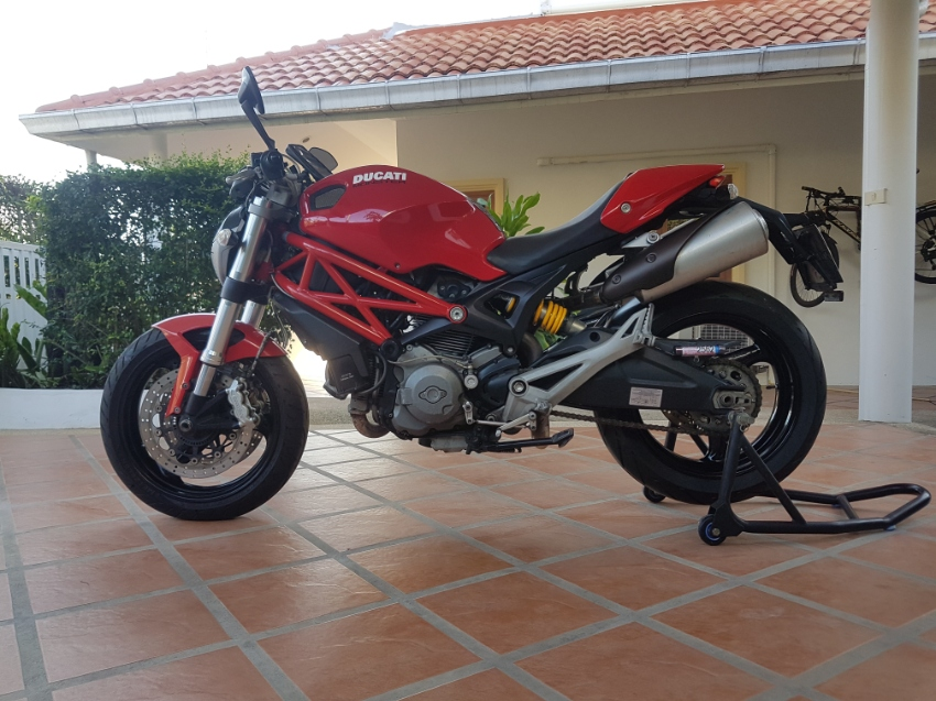 Ducati 795 Monster. Green book. No accidents.
