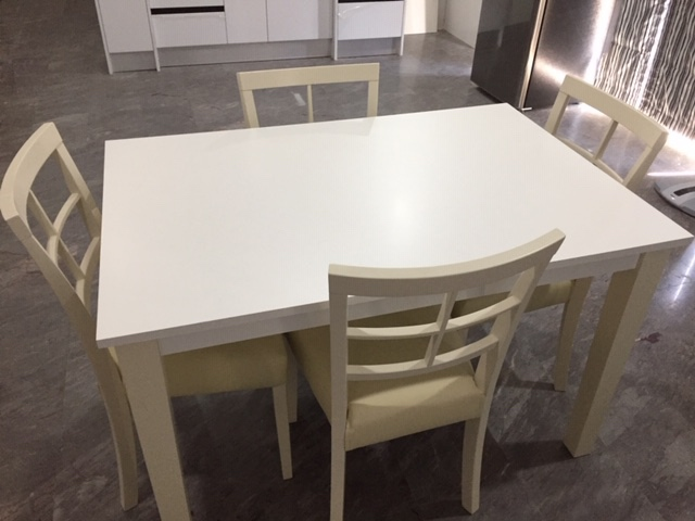 DINING TABLE AND 4 CHAIRS ( BRAND NEW)