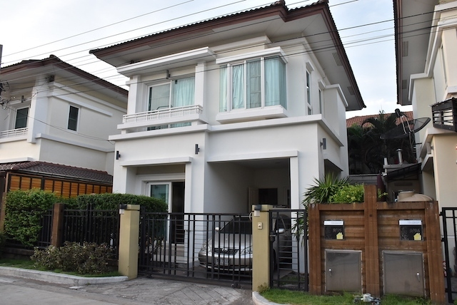 Nice house with club house for rent.