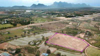 Land 15 rai 66 T.w. for sale in Pranburi
