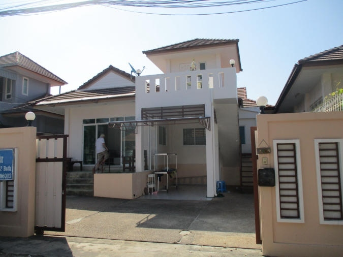 2 Bed Detached House for rent Near Soi 94