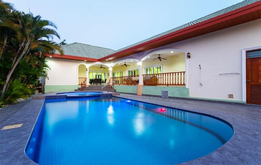 4-bedroom pool villa at Stuart Park