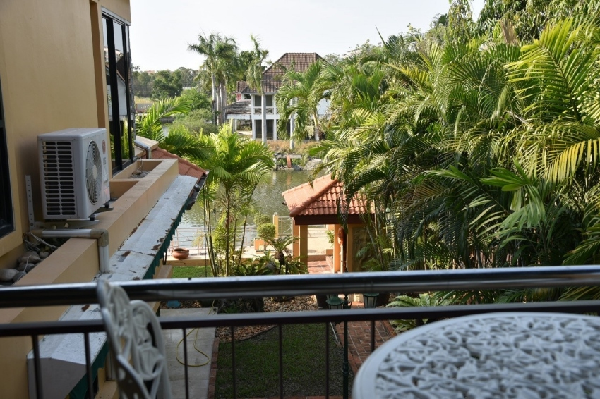 Na Jomtien, Near Pattaya.  Large House with private mooring on river