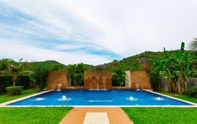Mountain views pool villa