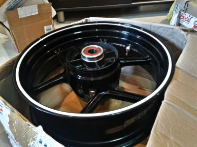 ล้อโต Kawaski ZX6R – ZX6R Rear Wheel with white sticker!