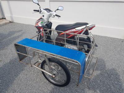 Honda Click with sidecar.