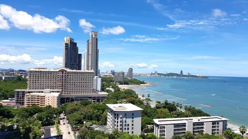 Pattaya sea view condo at the sandy Wongamat Beach