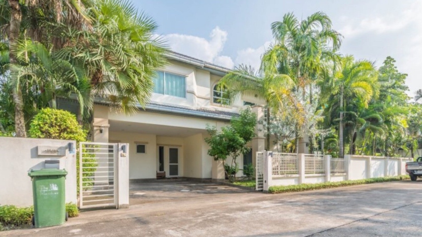 House for sale east pattaya (the meadow)