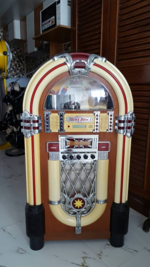 full-size Jukebox