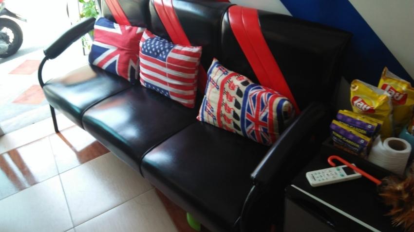 Beautiful brand new modern 3 seater reception/home sofa .