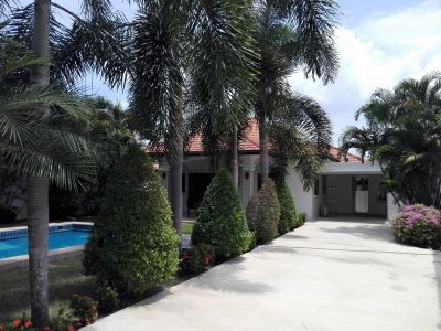 Fully Furnished 4 BR 3 Bath Pool Villa 5 Min to City Center
