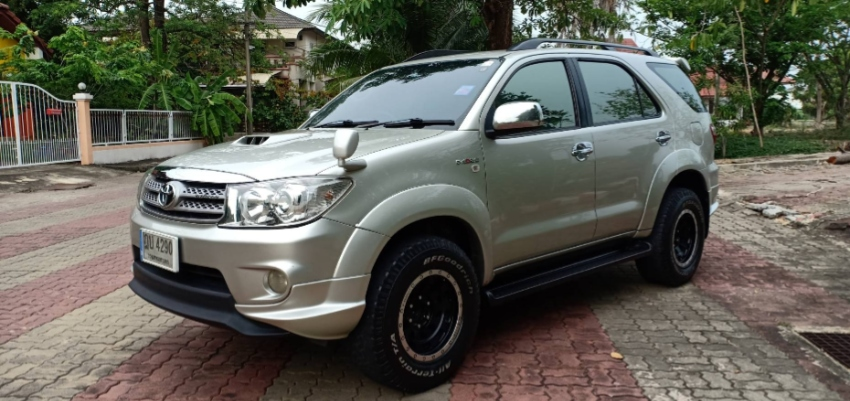 Sell Toyota Fortuner 3.0V Automatic