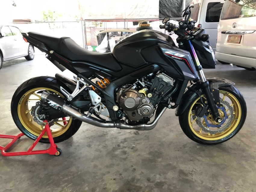 Honda CB650f  2017 nice condition low mileage and have more parts