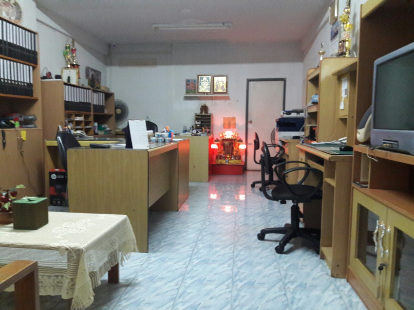 Office Furniture (Tables, Chairs, Cabinets, Shelves and Wooden chairs)