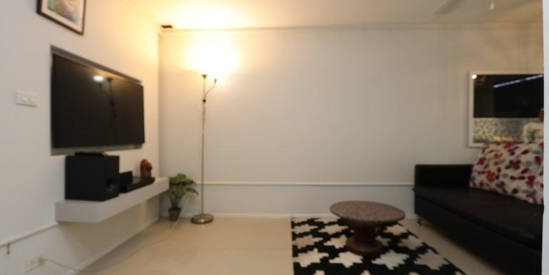 1 bed condo, Great location, Free WiFi included