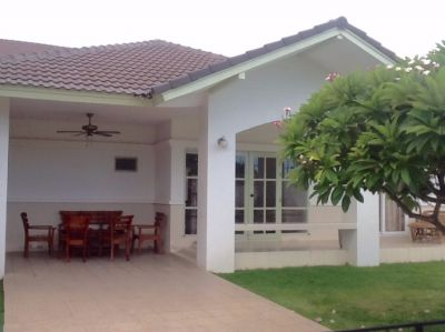BUNGALOW 800 m from LOMTALAY Beach