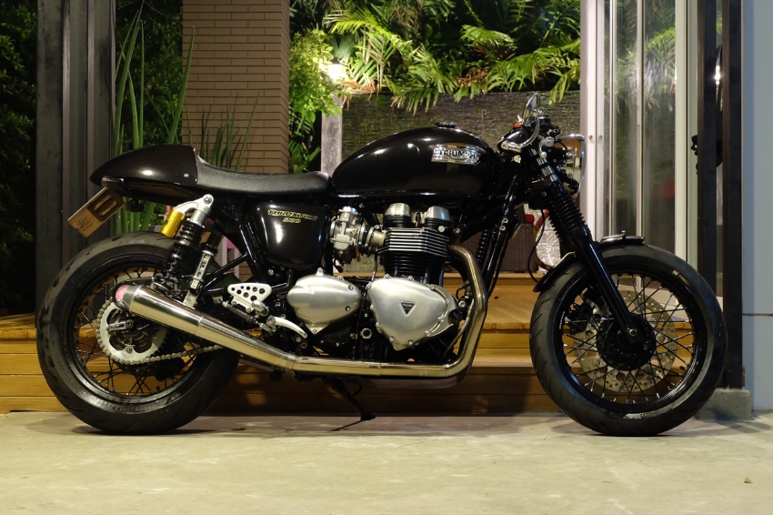 Triumph Thruxton 900 2016 very valuable price! With loads of extras!