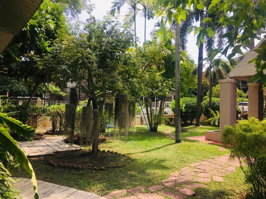 Beautiful family house with green big garden in Chiang Mai city is for