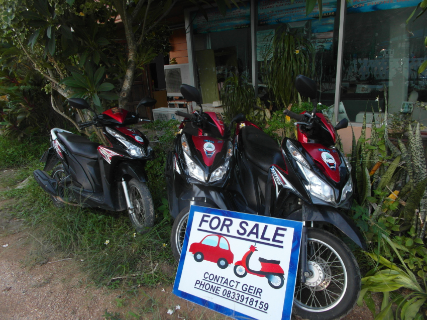 10pcs HONDA CLICK 125i SCOOTERS FOR SALE.  OFFERS WANTED