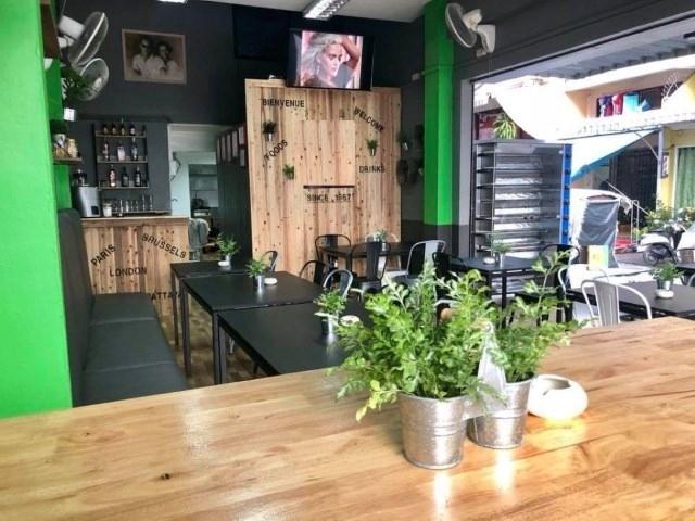 Pattaya Bhua Kao Restaurant Take Over