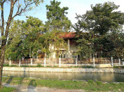 House closed to the lake, near Suvarnabhumi airport sale hot price