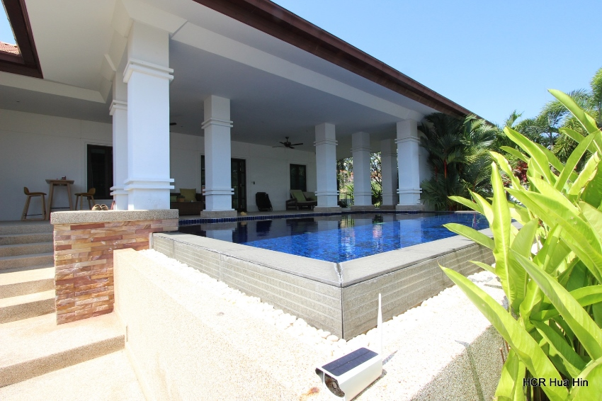 Well designed beautiful large 2 bed pool villa on Banyan.
