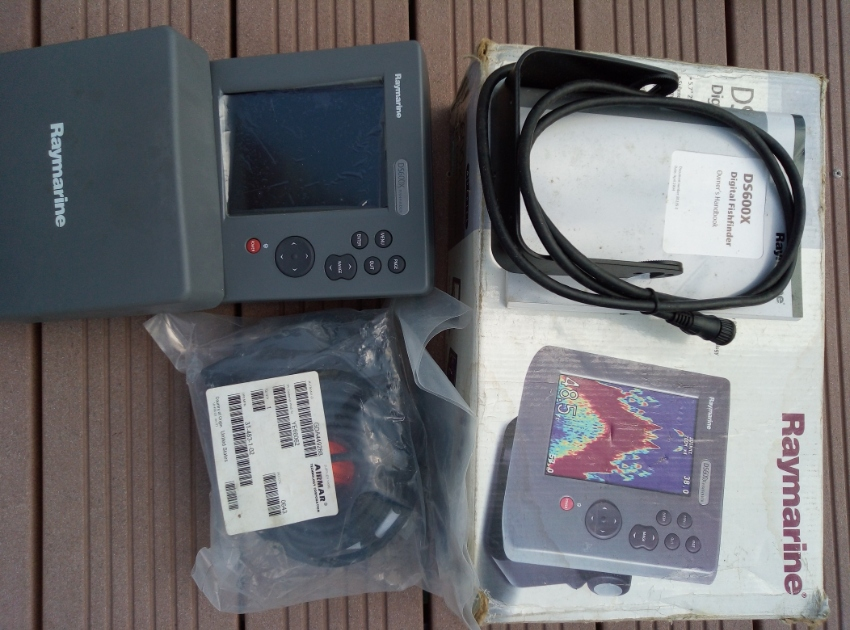 Raymarine DS600X Color Fishfinder. New never used