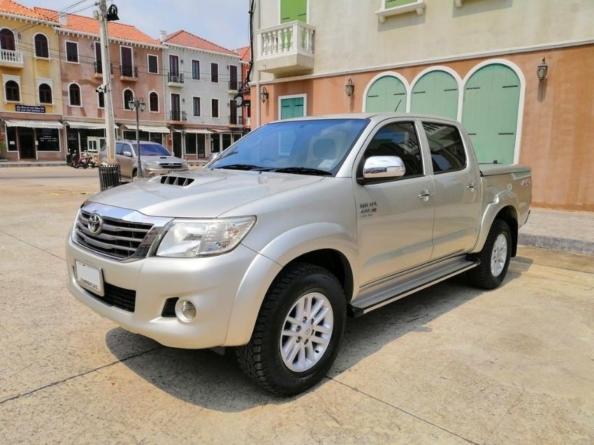 2012 Toyota Hilux Vigo Champ 3.0 (G) 4x4 Double Cab MT excellent car