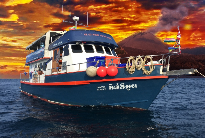 Fully active dive center with liveaboard for sale in Thailand