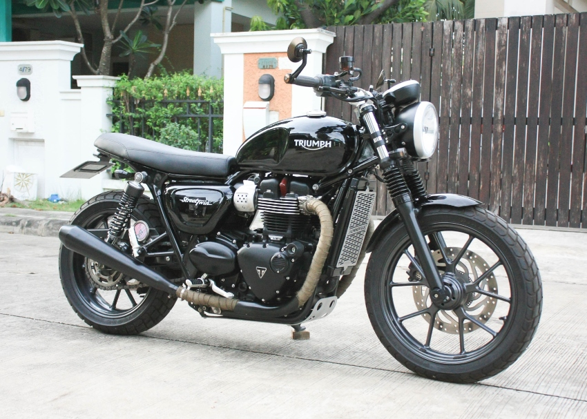 [ For Sale ] Triumph street twin 2017 only 4000km excellent condition