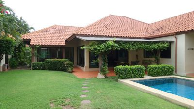 Charming 3 plus bedroom pool villa in upscale housing-estate
