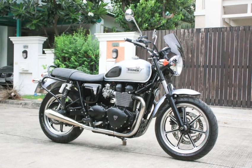 [ For Sale ] Triumph Bonneville 2015 best condition